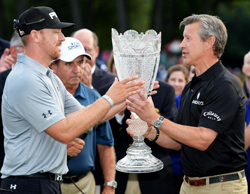 Golf - Mahan snatches Barclays with late birdies