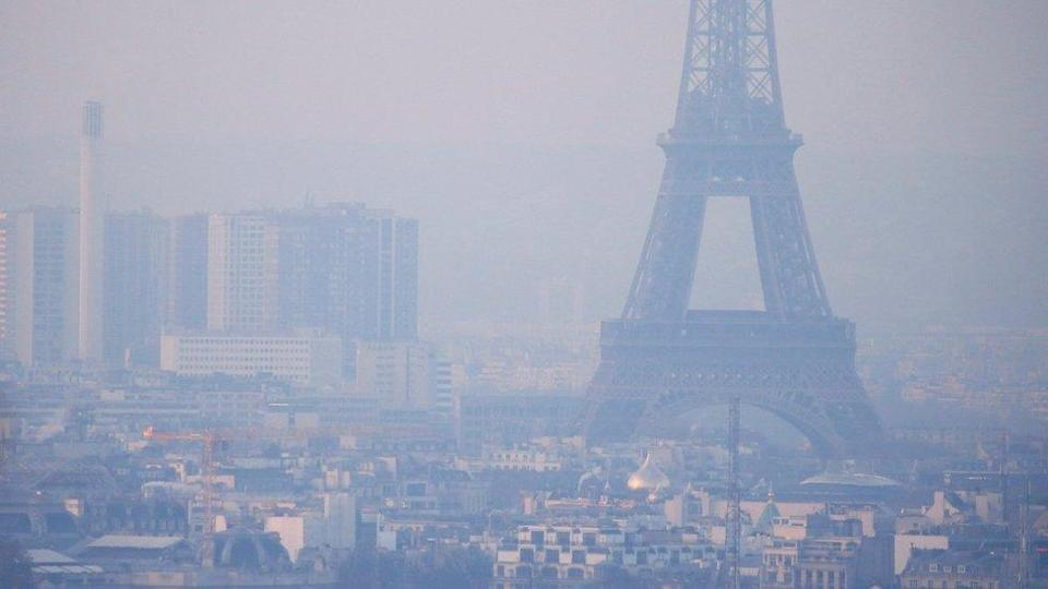 Eiffel Tower enveloped in smog (file pic)