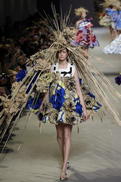 Viktor&Rolf's Haute Couture tribue to Van Gogh