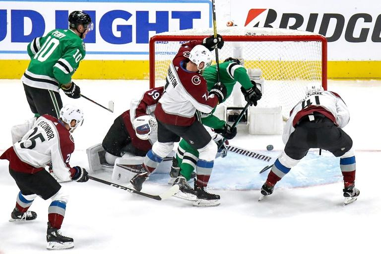 Stars hold off Avalanche, Islanders edge Flyers in NHL playoffs