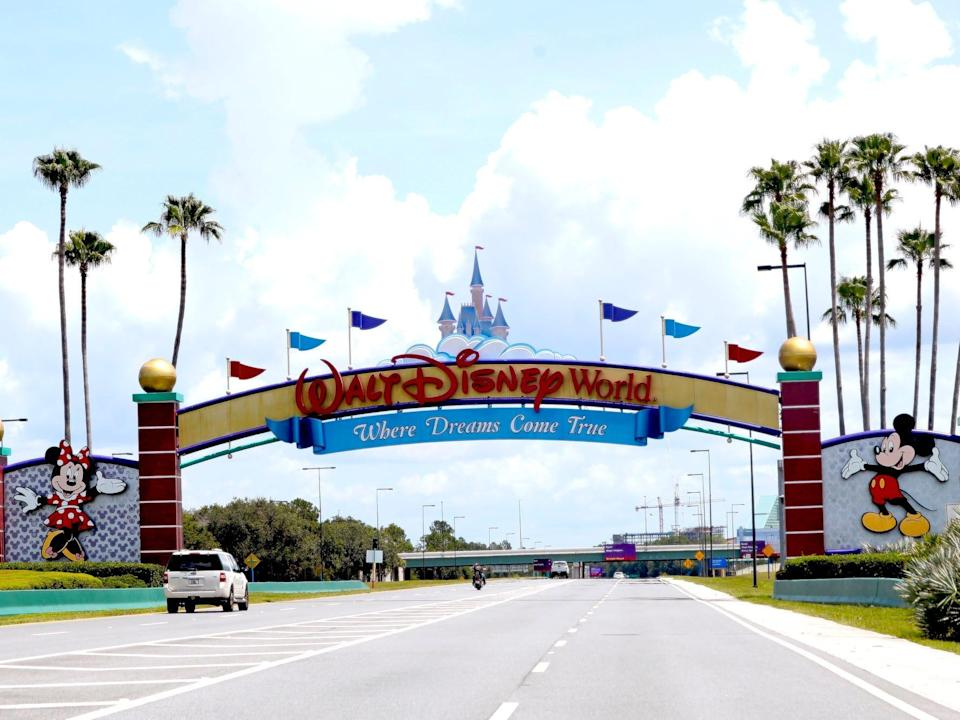 A view of the Walt Disney World entrance sign.