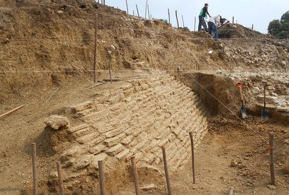 Monumental stone architecture has rarely been found in Veracruz, archaeologists. The remains of this ancient pyramid were discovered in Jaltipan.