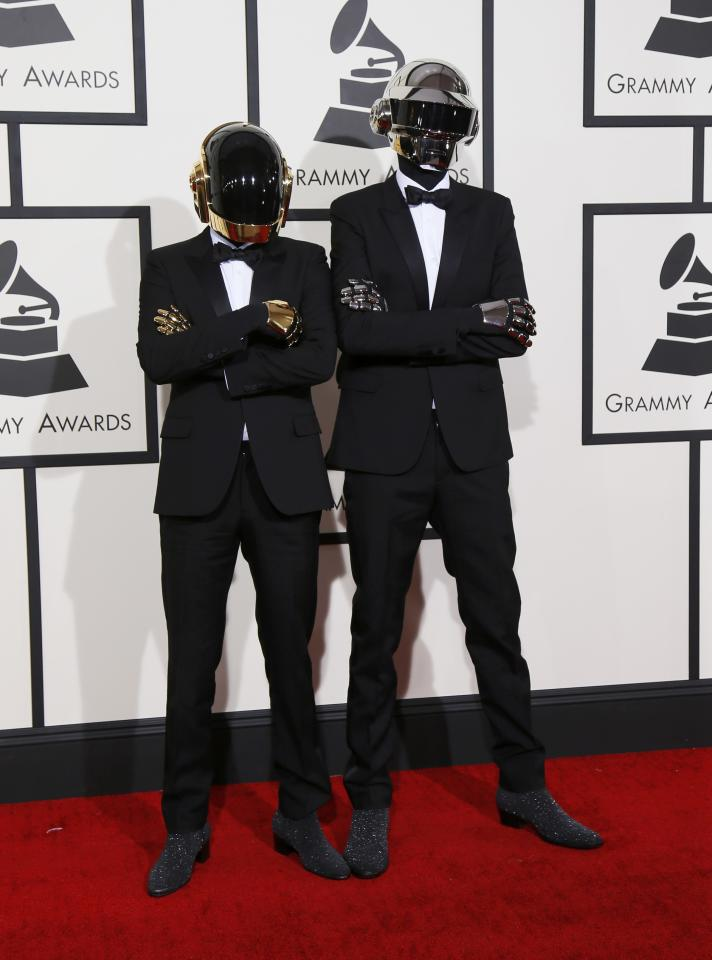 Daft Punk arrives at the 56th annual Grammy Awards in Los Angeles, California January 26, 2014. REUTERS/Danny Moloshok (UNITED STATES TAGS: ENTERTAINMENT) (GRAMMYS-ARRIVALS)