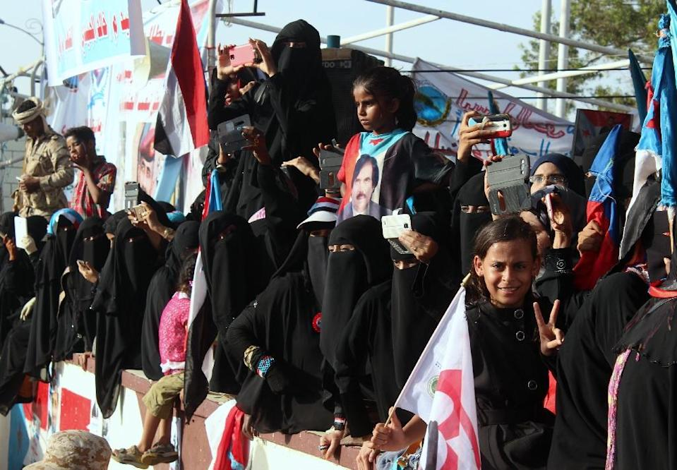 Supporters of the southern separatist movement attend a rally calling for independece of the south in Yemen's second city of Aden on April 18, 2016 (AFP Photo/Saleh Al-Obeidi)