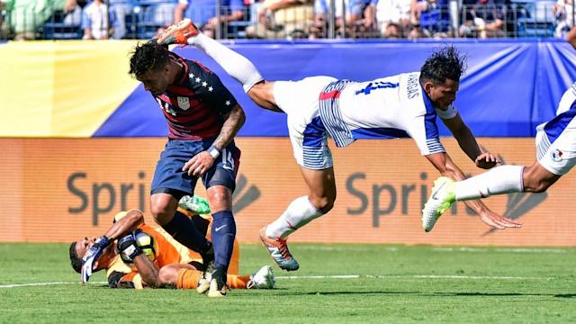 Dom Dwyer (14) and Panama's Jan Carlos Vargas and Jose Calderon (ground) helped their teams battle to a standstill. (Getty)