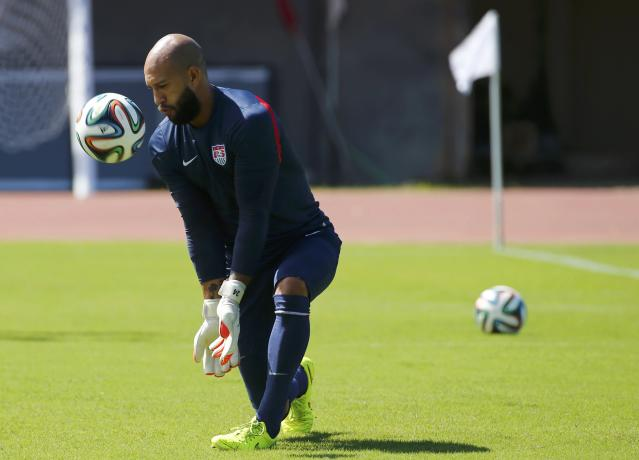 U.S. national soccer team goalkeeper Tim Howard attends a training session ahead of their 2014 world cup round of 16 match against Belgium in Salvador June 30, 2014. REUTERS/Michael Dalder (BRAZIL - Tags: SPORT SOCCER WORLD CUP)