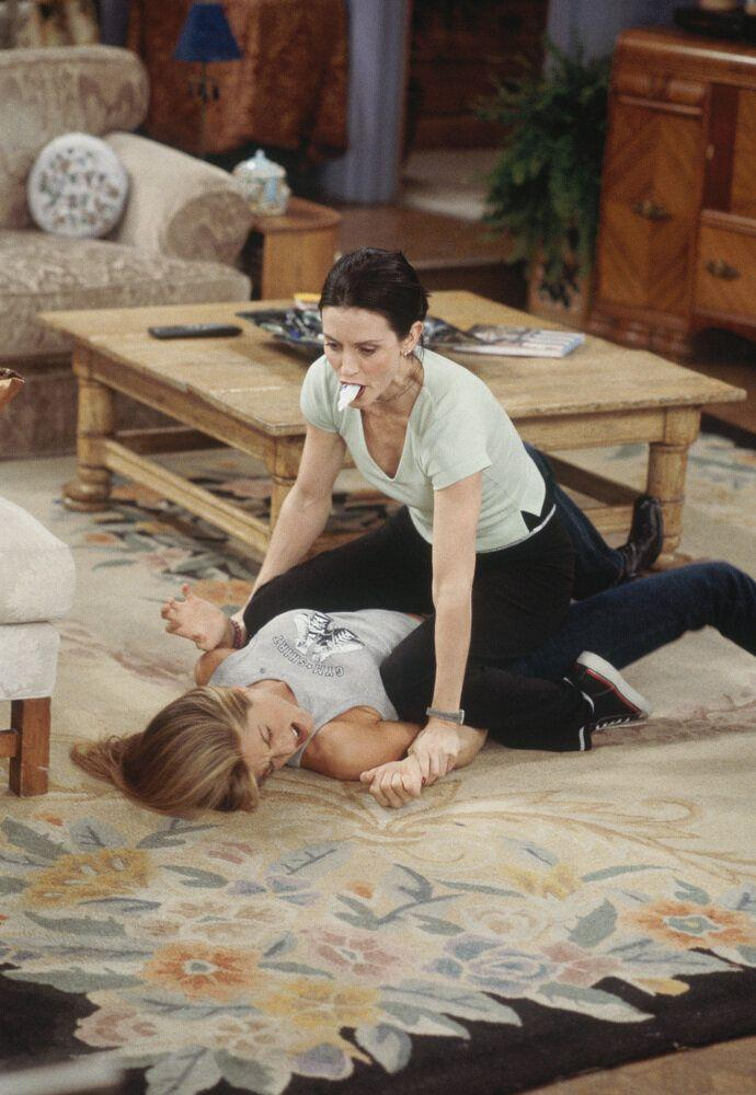 FRIENDS -- 'The One with Joey's Big Break' Episode 22 -- Pictured: (l-r) Jennifer Aniston as Rachel Greene, Courteney Cox as Monica Geller  (Photo by Paul Drinkwater/NBC/NBCU Photo Bank via Getty Images)