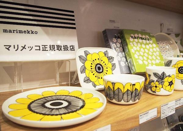 The shop is an authorized dealer of the marimekko brand that is popular in Scandinavia. Shown from the left: a 4,500 yen plate, 2,500 yen bowl, and 2,200 yen cup