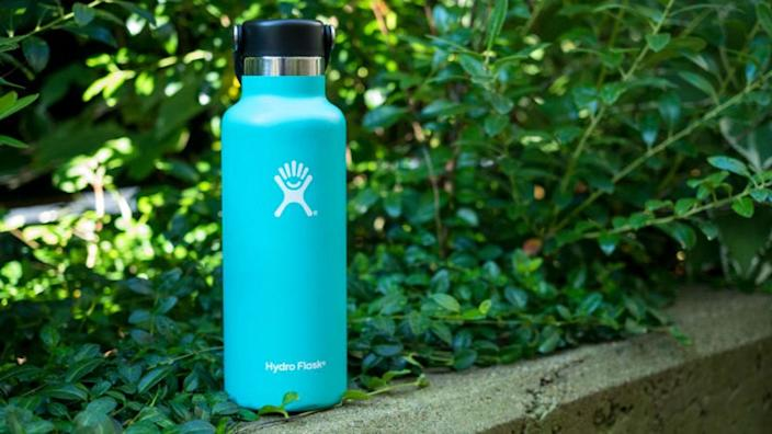 People are obsessed with this water bottle.