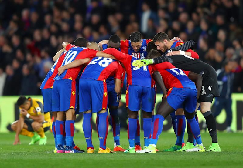 Palace players show their solidarity before overwhelming Arsenal