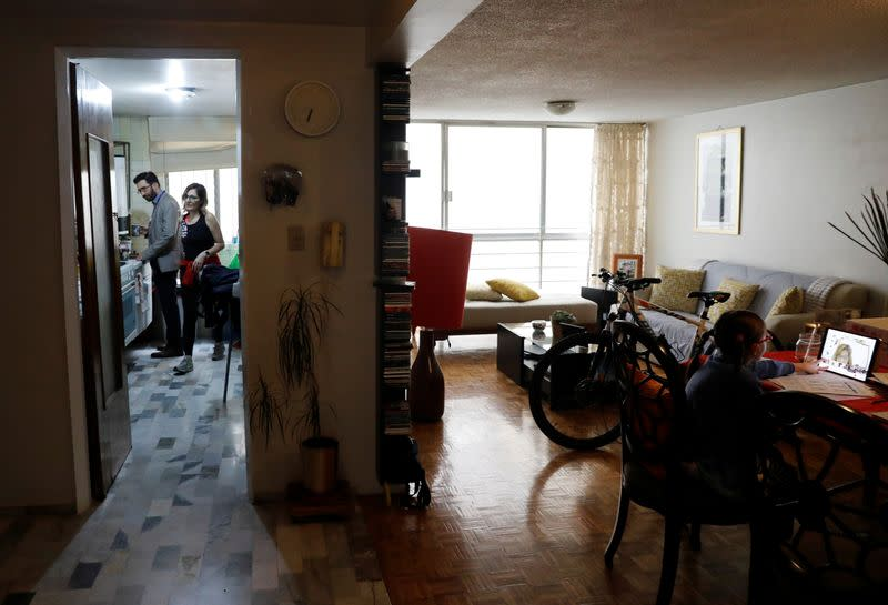 In Mexico's televised 'return to classes,' parents turn to state schools