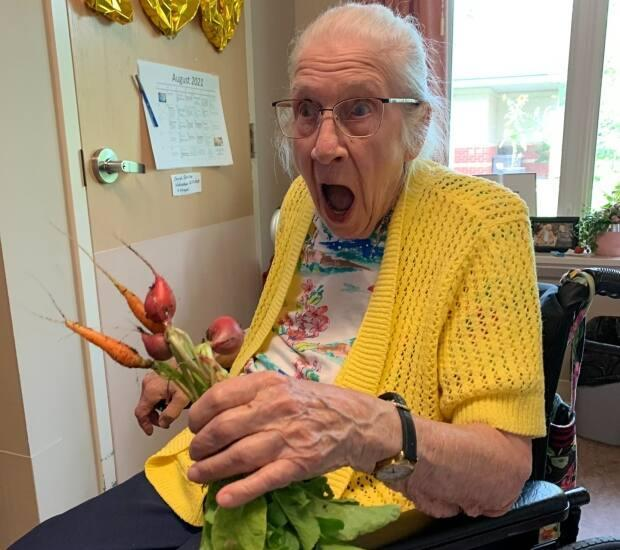 100-year-old Grace Hession is delighted to see the produce from her garden box at Sherbrooke Community Centre.   (Michelle Deptuck - image credit)