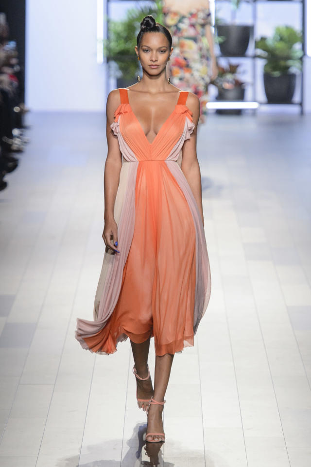 <p><i>Model wears a pinkand peach pleated dress from the Cushnie et Ochs SS18 collection. (Photo: ImaxTree) </i></p>