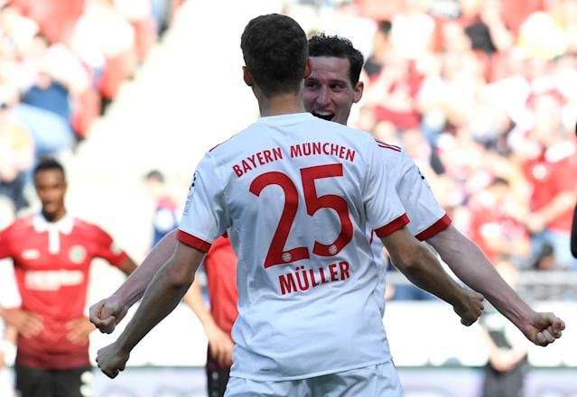 Soccer Football - Bundesliga - Hannover 96 vs Bayern Munich - HDI-Arena, Hanover, Germany - April 21, 2018 Bayern Munich's Sebastian Rudy celebrates scoring their third goal with Thomas Mueller REUTERS/Fabian Bimmer DFL RULES TO LIMIT THE ONLINE USAGE DURING MATCH TIME TO 15 PICTURES PER GAME. IMAGE SEQUENCES TO SIMULATE VIDEO IS NOT ALLOWED AT ANY TIME. FOR FURTHER QUERIES PLEASE CONTACT DFL DIRECTLY AT + 49 69 650050
