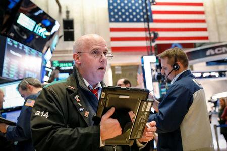 Wall Street Falls on Syria, Interest Rate Worries