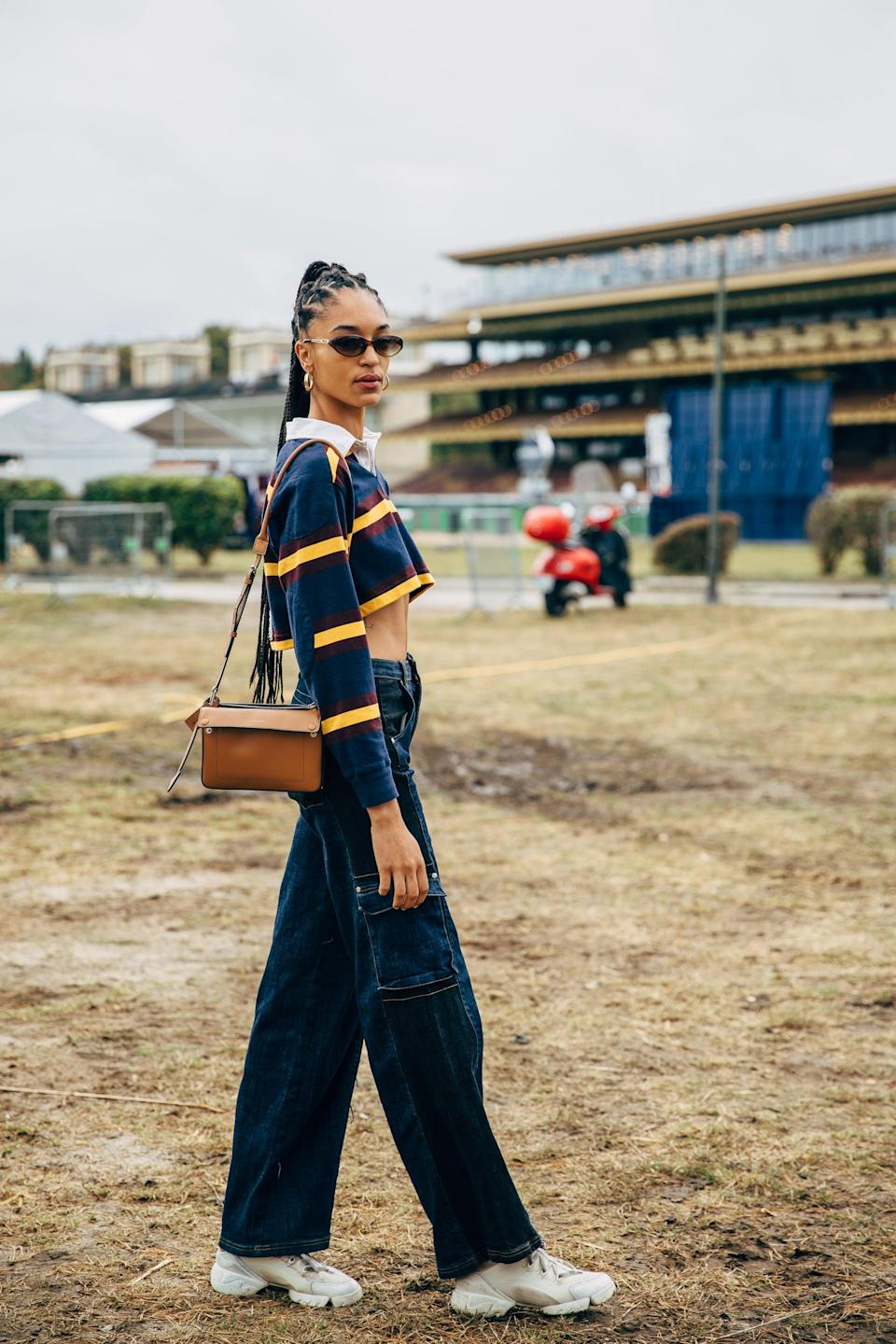 <p>Embrace your inner '90s vibe with a cropped top and baggy jeans. </p>
