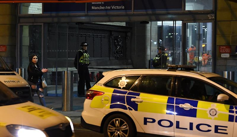 Police officers stand near a cordon at Manchester Victoria Station following a stabbing (AFP Photo/Paul ELLIS                       )