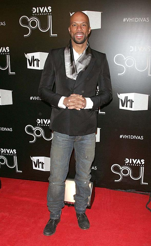 Hip-hop star Common was also in attendance. Unfortunately, he opted to wear this dirty pair of jeans to the fete. Think a true diva would approve of his attire? (12/18/2011)