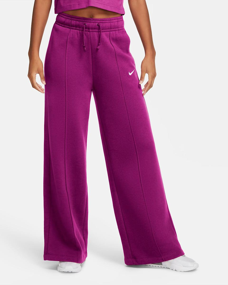 "<h2>Nike Sportswear Fleece Pants</h2><br><a href=""https://www.refinery29.com/en-us/best-palazzo-sweatpants-styles"" rel=""nofollow noopener"" target=""_blank"" data-ylk=""slk:The infamous Nike Palazzo Pant"" class=""link rapid-noclick-resp"">The infamous Nike Palazzo Pant</a> makes its top-shopped September comeback in a delicious jammy fall hue. (And don't worry, all you style minimalists out there, it also comes in subtler black and terracotta color options too.)<br><br><em>Shop <strong><a href=""https://www.nike.com/t/sportswear-trend-womens-fleece-pants-dks1fP/CU6156-564"" rel=""nofollow noopener"" target=""_blank"" data-ylk=""slk:Nike"" class=""link rapid-noclick-resp"">Nike</a></strong></em><br><br><strong>Nike</strong> Sportswear Fleece Pants, $, available at <a href=""https://go.skimresources.com/?id=30283X879131&url=https%3A%2F%2Fwww.nike.com%2Ft%2Fsportswear-trend-womens-fleece-pants-dks1fP%2FCU6156-564"" rel=""nofollow noopener"" target=""_blank"" data-ylk=""slk:Nike"" class=""link rapid-noclick-resp"">Nike</a>"