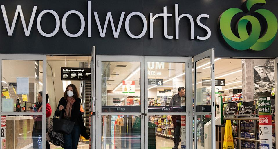 Photo shows front of Woolworths store as Melbourne outlets close doors to customers.