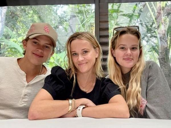Reese Witherspoon with her kids (Image Source: Instagram)