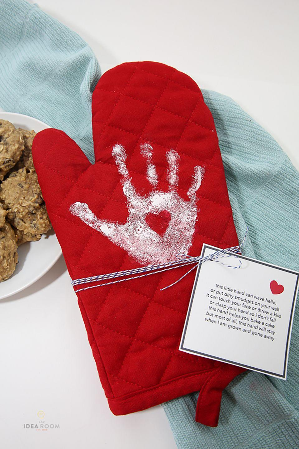 "<p>This craft couldn't be simpler, but preserving their little handprint on an oven mitt makes for a special gift she'll cherish for years.</p><p><strong>Get the tutorial at <a href=""http://www.theidearoom.net/handprint-oven-mitt"" rel=""nofollow noopener"" target=""_blank"" data-ylk=""slk:The Idea Room"" class=""link rapid-noclick-resp"">The Idea Room</a>.</strong></p>"
