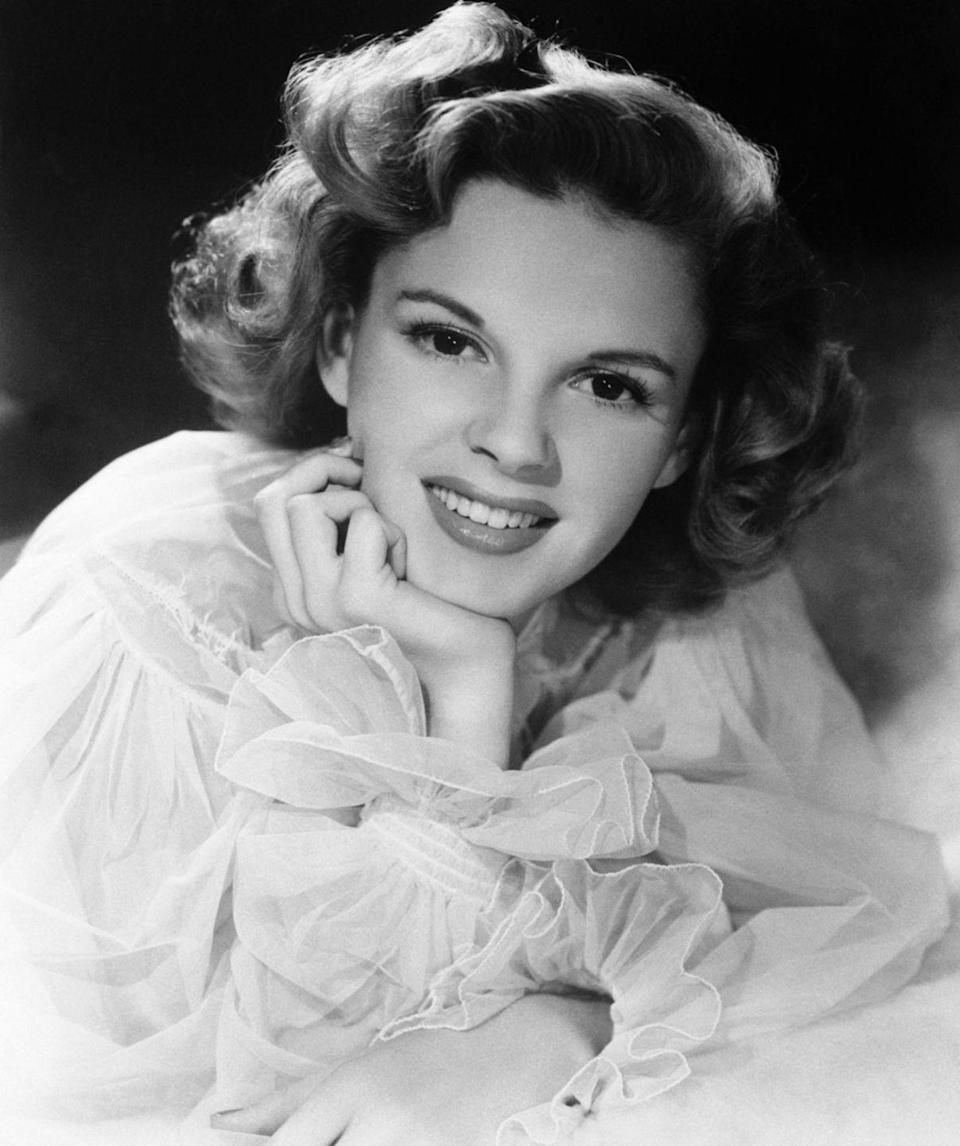 <p>A still from a scene in <em>Presenting Lily Mars</em> shows a young and beautiful Garland wearing a feminine chiffon blouse and her signature soft wave hairstyle. <br></p>