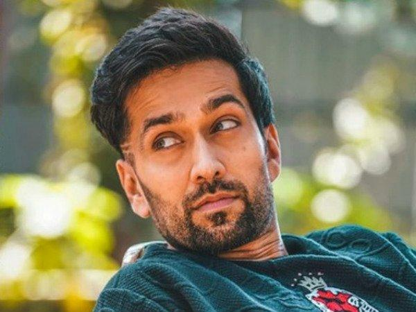 <p>The blue-eyed boy of the television industry, Nakuul Mehta, who impressed the viewers with his role of Shivaay Singh Oberoi from Star Plus' popular show Ishqbaaz, apparently earns Rs 1.5 Lakh per day. </p>