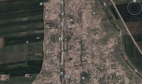 Satellite imagery of the ancient Roman city of Apamea has revealed that the entire site has been pockmarked with holes dug by looters since the start of the civil war.
