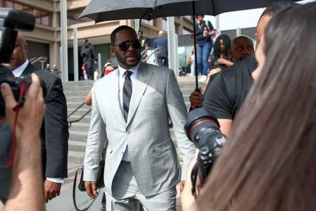 FILE PHOTO: R. Kelly at the Criminal Court Building in Chicago