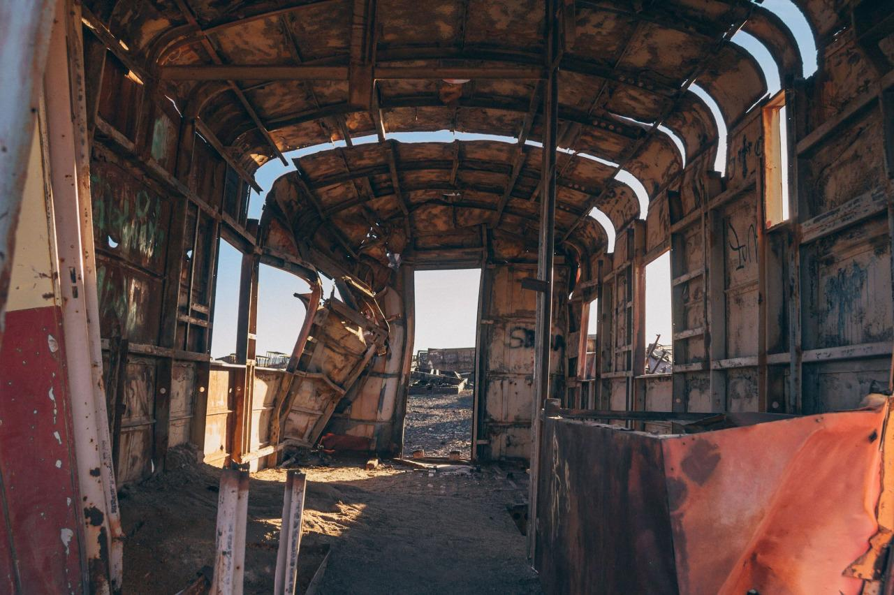 <p>The wrecked interior of a rail car buckles under the desert sun. (Chris Staring/@skaremedia/REX/Shutterstock)</p>