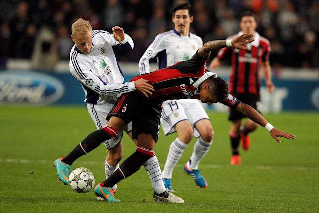 ANDERLECHT, BELGIUM - NOVEMBER 21: Olivier Deschacht of Anderlecht tackles and fouls Kevin-Prince Boateng of AC Milan during the UEFA Champions League Group C match between RSC Anderlecht and AC Milan at the Constant Vanden Stock Stadium on November 21, 2012 in Anderlecht, Belgium. (Photo by Dean Mouhtaropoulos/Getty Images)