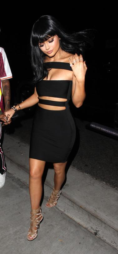 Would You Wear A Dress Like Kylie Jenner S For Dinner With Mom