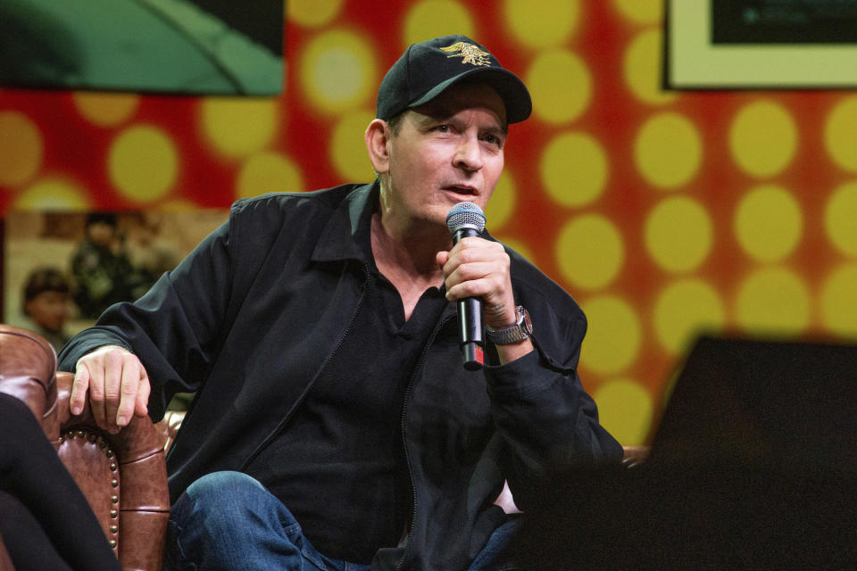 Coconut Creek, FL – February 15: An Intimate Evening with Charlie Sheen at Seminole Casino Coconut Creek, Florida. February 15, 2020. Credit: Aaron Gilbert/MediaPunch /IPX