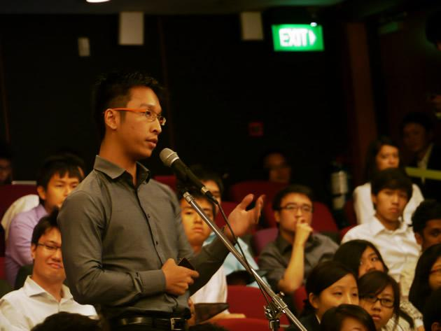 Students continuously engaged DPM Teo in a continuous stream of questions and comments. (Yahoo! photo/Jeanette Tan)