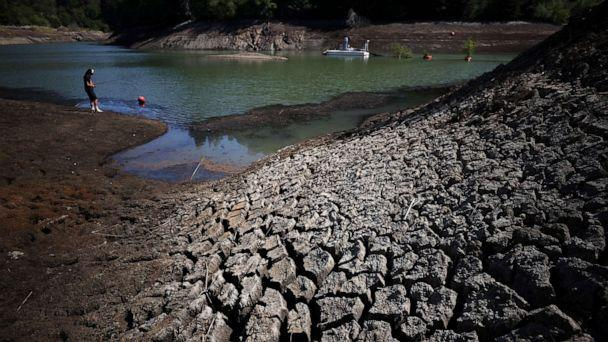 PHOTO: Dry cracked earth is visible along the banks of Phoenix Lake during a new drought emergency on April 21, 2021 in Ross, Calif. (Justin Sullivan/Getty Images)