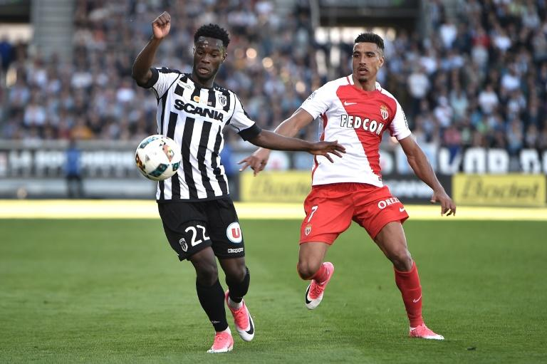 Angers' Jonathan Bamba (L) vies with Monaco' Nabil Dirar during their match on April 8, 2017, at the Raymond Kopa Stadium in Angers, western France