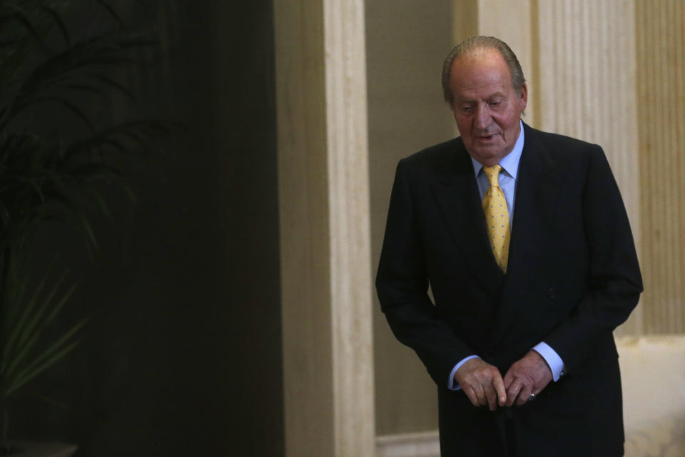 Spain's King Juan Carlos arrives at the annual meeting of the Carolina Foundation at Zarzuela Palace outside Madrid June 5, 2014. The King said on June 2, 2014 he would abdicate in favour of his son Prince Felipe, aiming to revive the scandal-hit monarchy at a time of economic hardship and growing discontent with the wider political elite.  REUTERS/Juan Medina (SPAIN - Tags: ROYALS POLITICS)