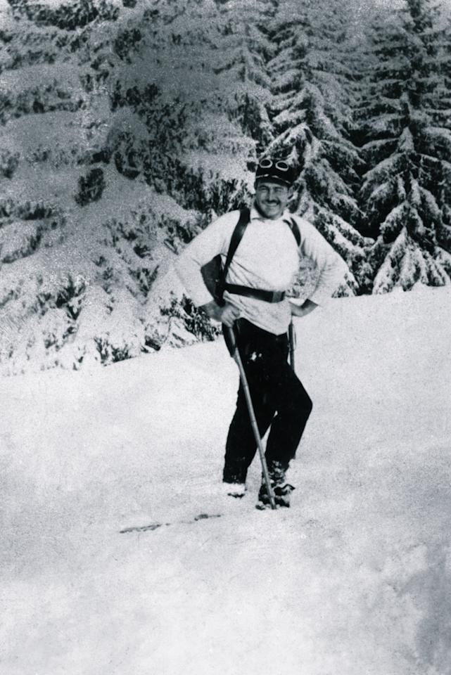 <p><strong>Ernest Hemingway </strong>looks confident and comfortable on the slopes of <strong>Gstaad, Switzerland</strong> in <strong>1927</strong>.</p>