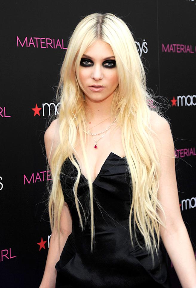 """Gossip Girl"" star Taylor Momsen's raccoon-inspired eye makeup ... ravishing or revolting? Kevin Mazur/<a href=""http://www.wireimage.com"" target=""new"">WireImage.com</a> - September 22, 2010"