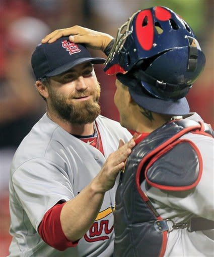 Cardinals score 6 in 6th, beat Reds 8-5