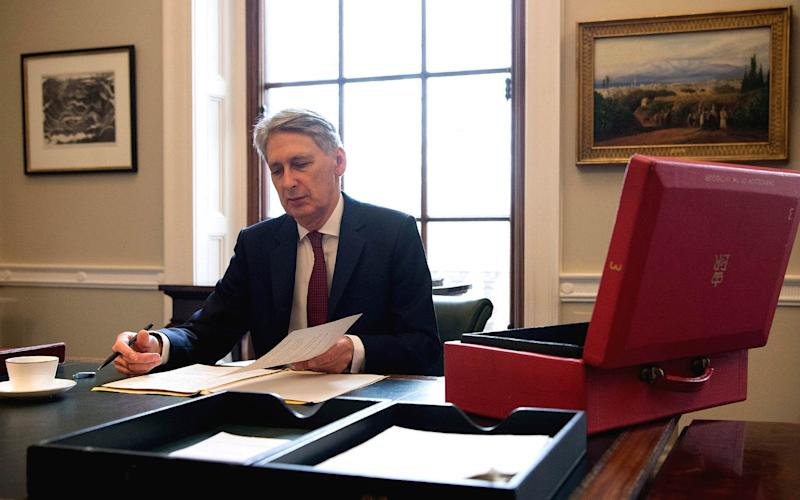 Chancellor of the Exchequer, Philip Hammond, prepares his speech in his office at the Treasury ahead of his 2017 budget annoucement, in London, Britain, March 7, 2017.  - REUTERS/Carl Court/Pool
