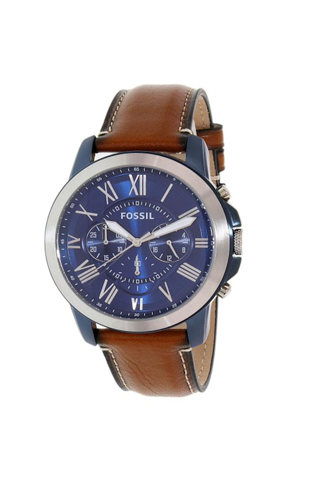 "<p><strong>Fossil</strong></p><p>Fossil Men's Leather Watch, jet.com</p><p><strong>$92.00</strong></p><p><a rel=""nofollow"" href=""https://jet.com/product/c58c4e8c025043b4b392c2a45b58c44d"">Shop Now</a></p><p>Give dad a sporty style in classic colors, like navy and cognac, that stand the test of time.</p>"