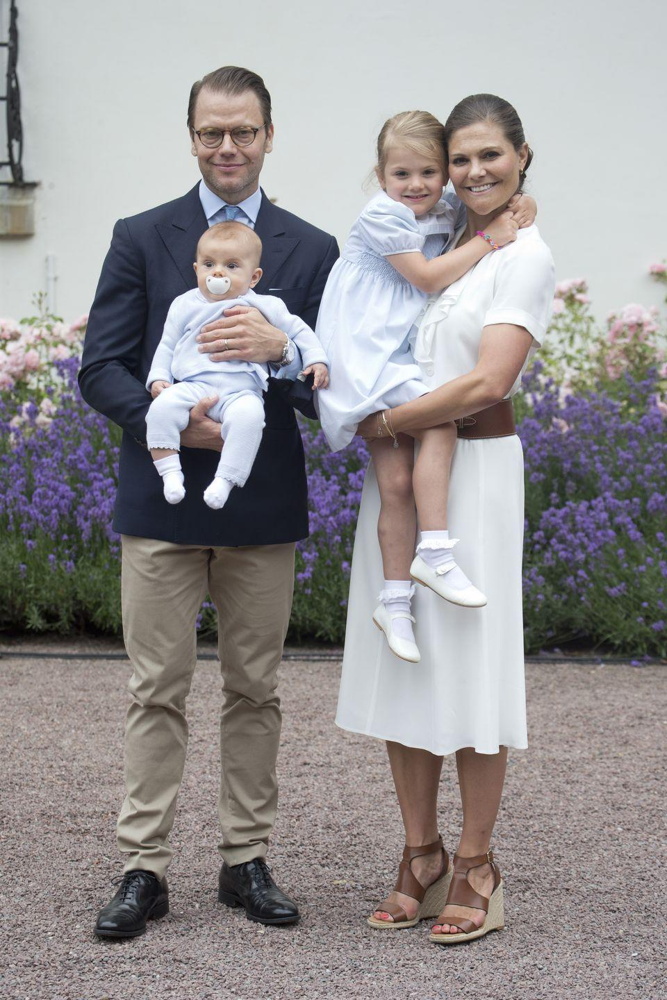 <p>At her 39th birthday celebrations at Solliden Palace, Sweden's Crown Princess Victoria paired a crisp white dress with brown espadrilles.<br></p>