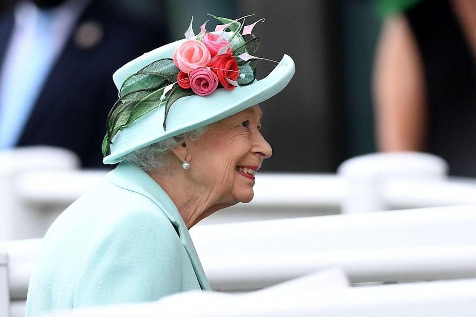 <p>Here's a better look at the Queen's hat (and her big smile).</p>