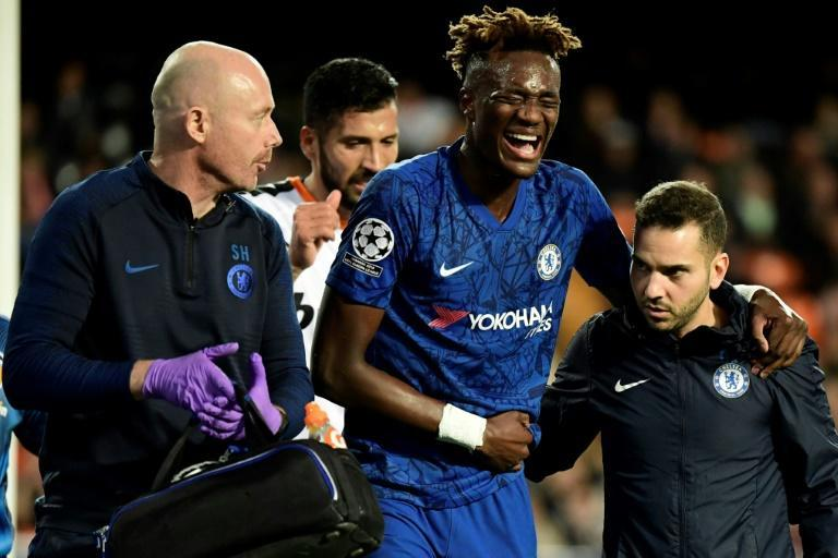 Chelsea striker Tammy Abraham was stretchered off with a hip injury (AFP Photo/JAVIER SORIANO)
