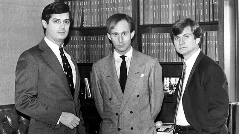 Roger Stone (centro), Paul Manafort (left) e Lee Atwater