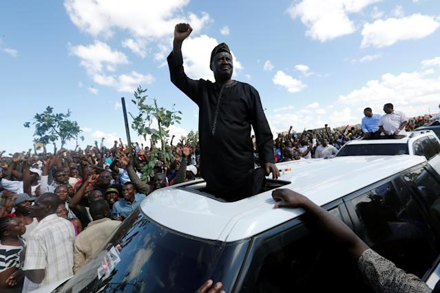 <p>Kenyan opposition leader of the National Super Alliance (NASA) coalition Raila Odinga greets his supporters in Nairobi, Kenya Nov. 28, 2017. (Photo: Thomas Mukoya/Reuters) </p>