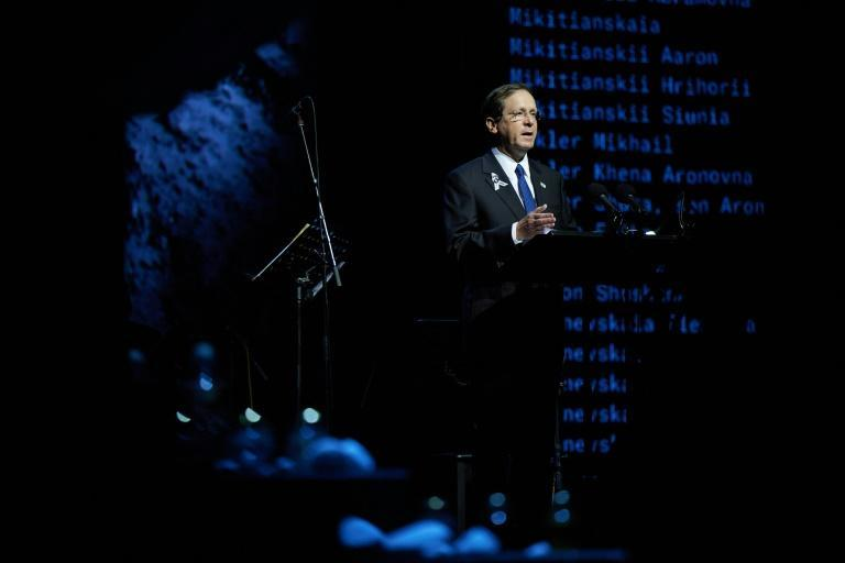 Israeli President Isaac Herzog delivering a speech during the mourning ceremony at Babi Yar in Kiev (AFP/STR)