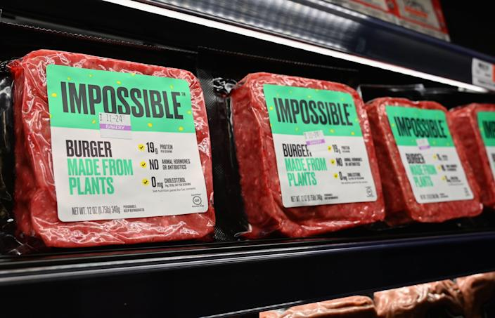 """""""Impossible Foods"""" burgers made from plant-based substitutes for meat products sit on a shelf for sale on November 15, 2019 in New York City. - Vegetarian alternatives to burgers and sausages, revived by start-ups like Beyond Meat and Impossible Burger, are enjoying a certain enthusiasm that meat giants also want to enjoy. Since this summer, the world leader in the JBS sector has been marketing a soy burger in Brazil that includes beetroot, garlic and onions, with a look similar to a rare minced steak. In the US, the largest meat producer Tyson Foods launched a new line of products in June based on plants or mixing meat and vegetables. Its competitors Hormel Foods, Perdue Farms or Smithfield, have similar initiatives. (Photo by Angela Weiss / AFP) (Photo by ANGELA WEISS/AFP via Getty Images)"""